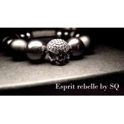 Le bracelet rock noir et crane
