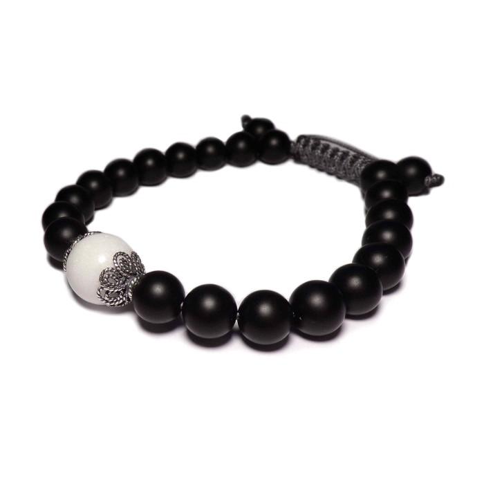 Le bracelet shamballa noir et blanc