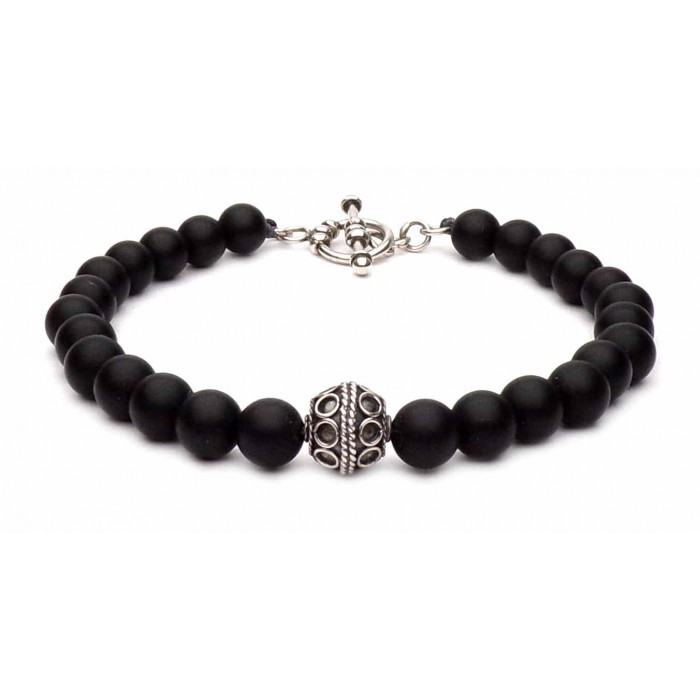 bracelet perles noir avec fermoir en t