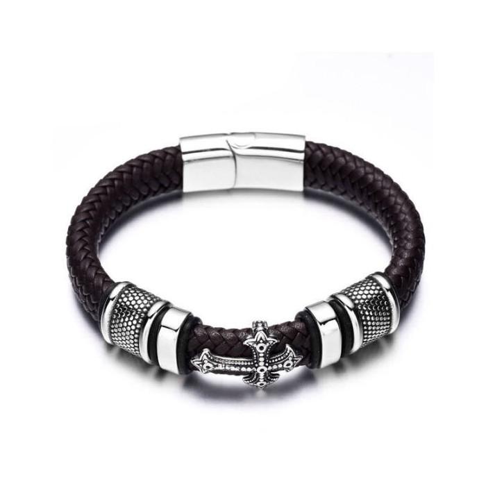 Le bracelet cuir noir et croix acier