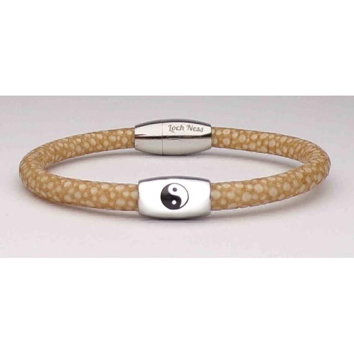 Le bracelet yin yang en galuchat beige