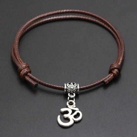 Bracelet breloque Om sur cordon fin à glissière