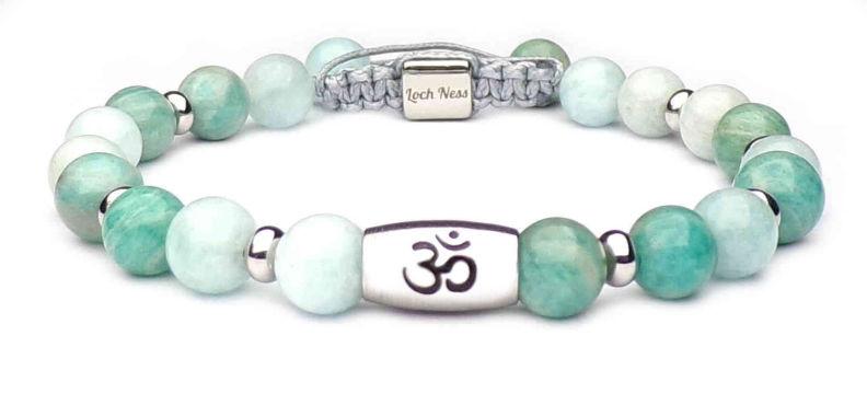 bracelet pierres avec symbole om