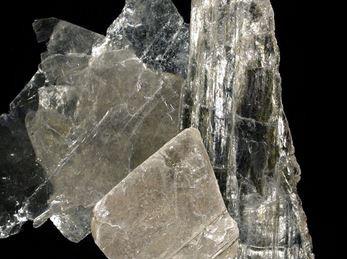 Famille des MICAS (Fuchsite, Muscovite, Lépidolite, Phlogopite) : Propriétés et vertus